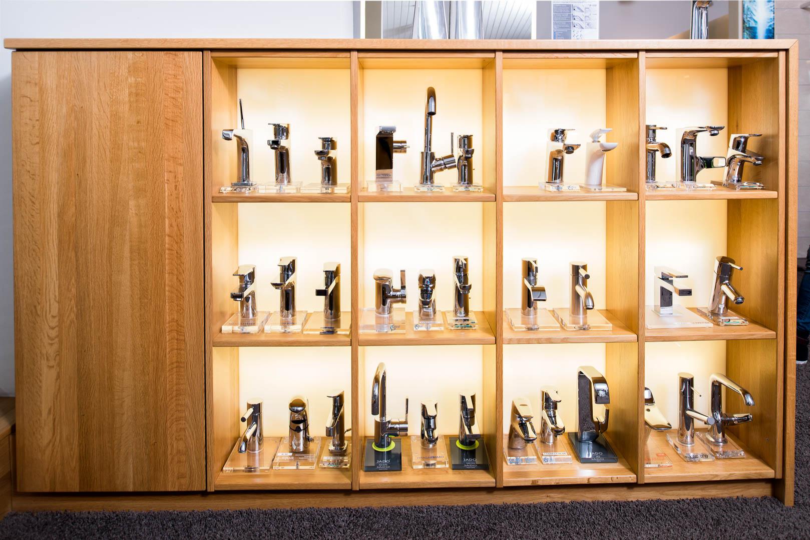 Regal in Eiche im Ausstellungsraum der Firma Brösamle
