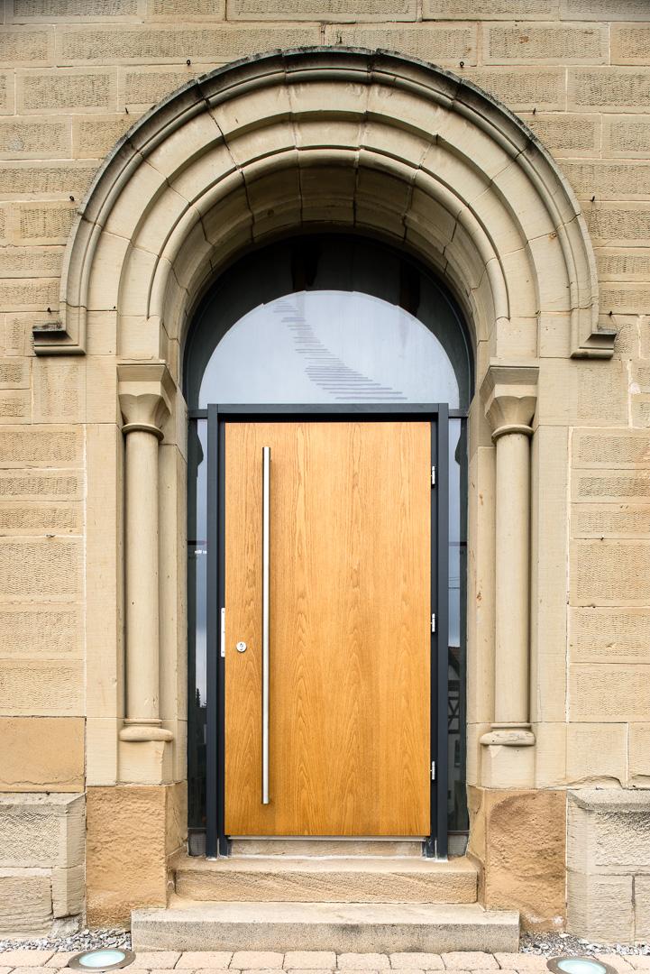 Eingangstüre der evangelischen Kirche in Gäufelden-Nebringen