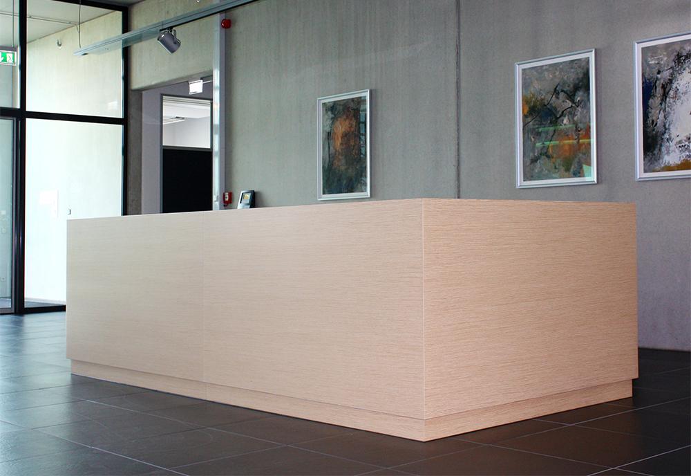 Info-Tresen in einem öffentlichen Gebäude