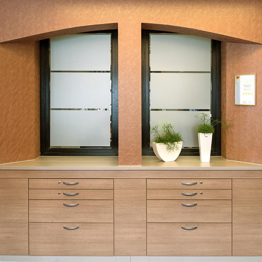 Einbauschrank mit Schubladen für Arztpraxis in Herrenberg